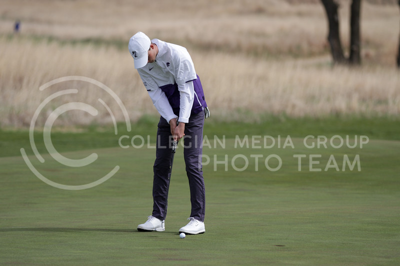 Luke O'Neill hits the ball during the first round of the Big 12 Golf Championship at Prairie Dunes Country Club on April 26, 2021. (Sophie Osborn   Collegian Media Group)
