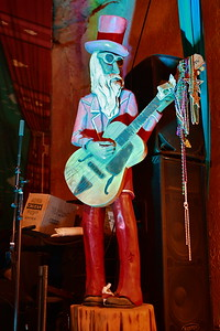 05312017_Terlingua_Starlight_Theater_singing-statue_500_0801