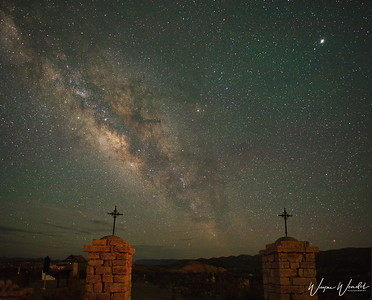 20180618_Terlingua_Ghost_Town_Cemetery_Milky_Way_2-Pillars_750_7411