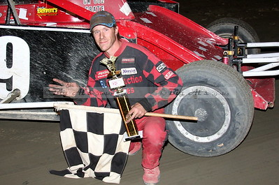 Big Daddy's Speedbowl-Modified victory Lane 09/18/10