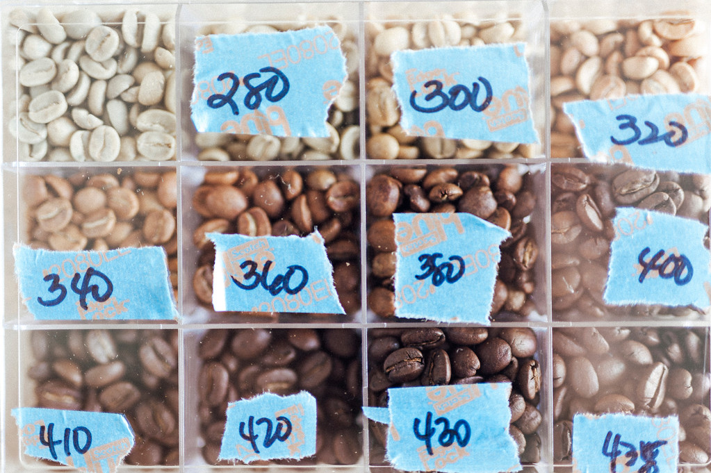 What different levels of heat does to coffee beans on display at Hula Daddy Kona Coffee.