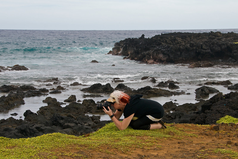Patsy takes a photo at Green Sands Beach.  (Photo credit: Jerry Leggett, ©2011, All rights reserved)
