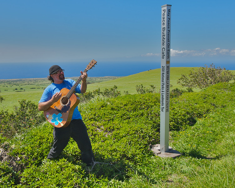 Jerry plays tunes along the Kohala coast (Photo credit: Patsy Ferrell, ©2009, All rights reserved)