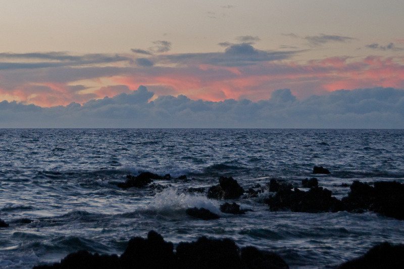 The water is full of energy in Waiulua Bay at sunset. (Photo credit: Jerry Leggett, ©2010, All rights reserved)