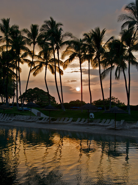 Sunset over the white sandy beach at the Waikoloa Hilton (Photo credit: Jerry Leggett, ©2010, All rights reserved)