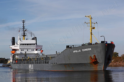 The Apollo Condor moving up the Ship Canal being assisted by MSC Viceroy at the rear