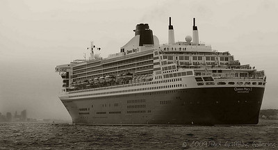 QM2 entering Liverpool on a cold misty October morning (black and white)