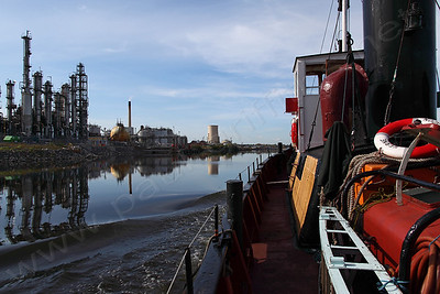 Heading down the Ship Canal on route to Liverpool via Ellesmere Port