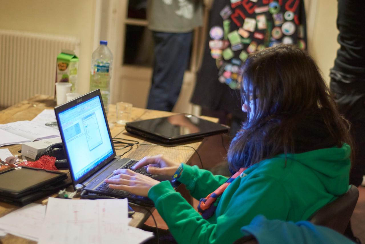 Travail sur l'ordinateur pour les ainés