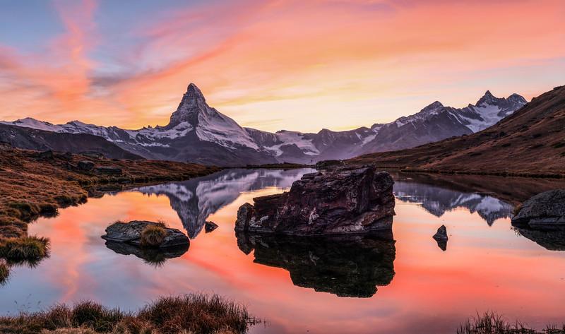 Schweiz Matterhorn nach Sonnenuntergang