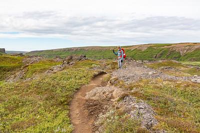Holmatungur hike to Holmafossar cascade