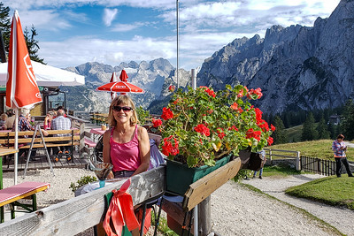 Stef and the Dachstein View, Ausblick Mountain Restaurant