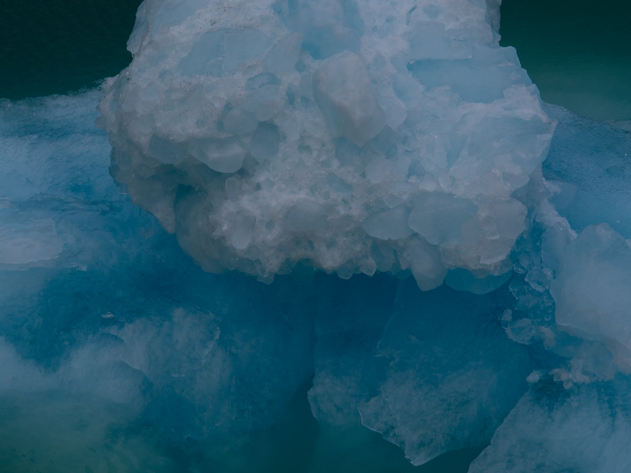 A piece of ice, floe-ting by.