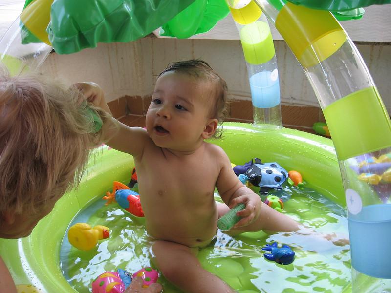 Bu havuz olayina cok alistim ben. Hergun istiyorum ve gittikce daha rahatliyorum. 03/07/2008.