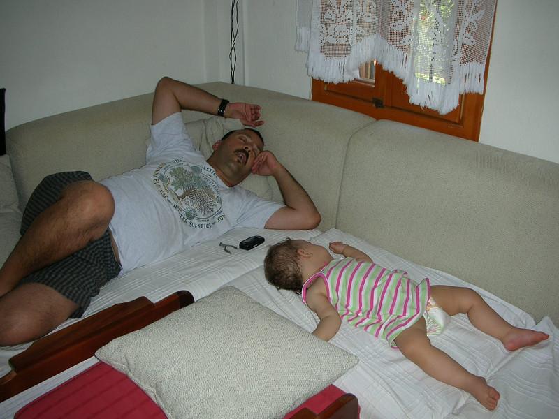 Datcada Cemal dayilarda bayilmisiz babamla birlikte. E o kadar yol geldik tabi, insan hemen kendine gelemiyorki. 30/06/2008.