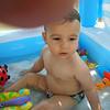 Hava cok sicak olunca evde son derece sofistike bir havuza giriyorum. 13/07/2008.