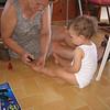 Annanem ayaklarima biseyler yapiyor. 20/08/2008.