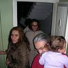 Annem, Dilek ve FerahNaz ile gezmeye gitmisti, onlar gelince kapida karsiladik.