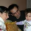 Kisa bir buyuk annane ziyareti yaptik ailecek. Artik cig boreklermi istersiniz, ayva tatlisimi istersiniz, ne varsa yedik, gobegimiz sisti.  01/03/2009.
