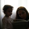 Annem bana kitap okuyor.