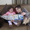 Janset yengemle oyuncak brosurunu inceliyoruz. Sanirim yeni biseyler alinacak bana.07/05/2009.