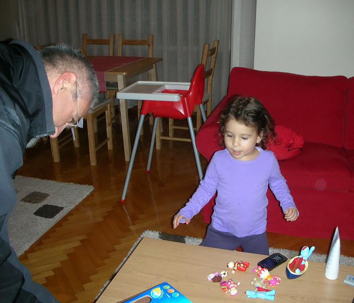 Ferhan dede hediye getirmis, acaba ne ? 06/12/2009