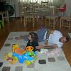 Babamla salonda kahvalti sonrasi oynasma durumundayiz, gerci ben daha cok TVye bakiyorum ama olsun. 20/11/2009