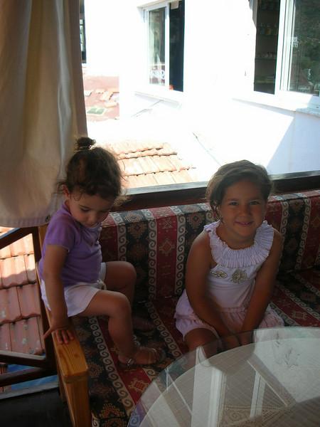 Annemle limana kahvaltiya gittik. Ben yine koltuk kenarina oturmusum. 06/07/2009