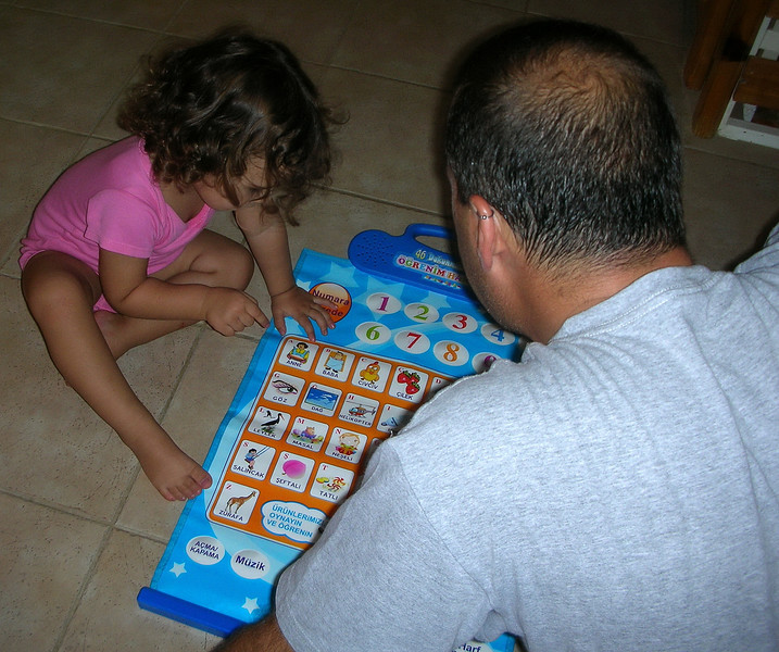 Babam gelmis gece ben uyurken, cok sevindim, ona hemen alfabe oyunumu gosterdim