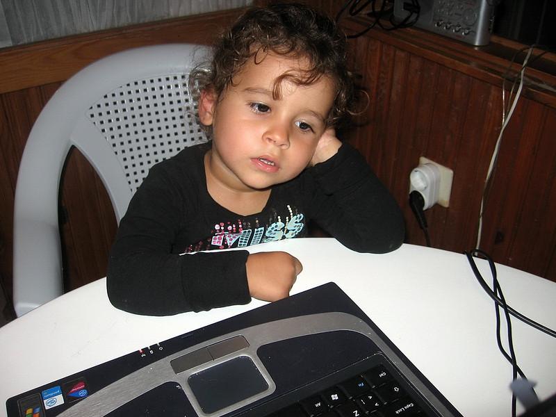 Cok yavas bu Laptop, klavye basinda uyuya kalacam... 12/10/2009