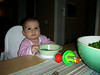 Sofrada oturuyorum, alti vantuzlu tabagim bile var gerci 5 dakika sonra parcaliyorum ama en azindan bir fotograflik omru varmis tabagin. 06/12/2007.