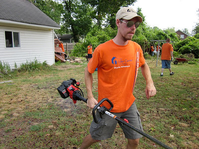 2010 07-09 Trimming at Mrs. Landon's house.   ky
