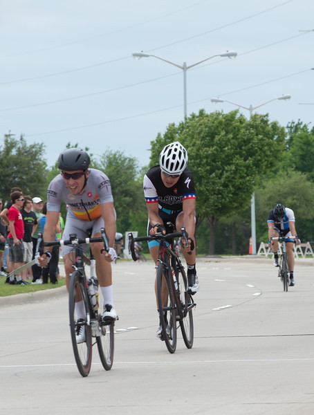 3rd and 4th. Notice that 4th has decided that capturing his average beats out sprinting in importance :-)