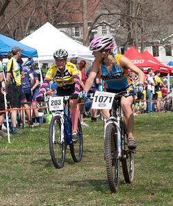 Sandie Reynolds  -  Mason Dixon Velo/The Cycle Works: Premature Sockulation   203   Wendy Bullotta  -  Mud Honeys   1071