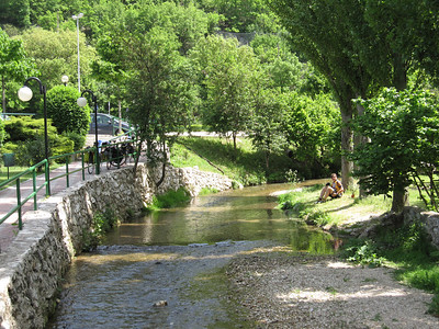 Lunch creekside between Assisi and Preci
