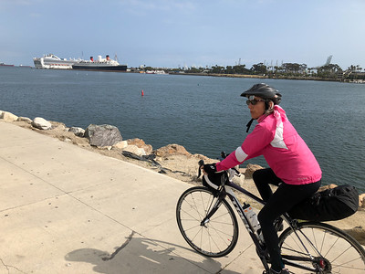 Long Beach - Queen Elizabeth in the background