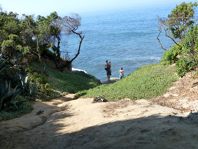 Family on shore access path LJ Coast 120818 P2500717