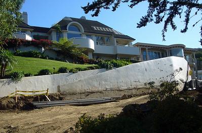 Hillside Dr rebar & mansions Soledad 071006 P1160282