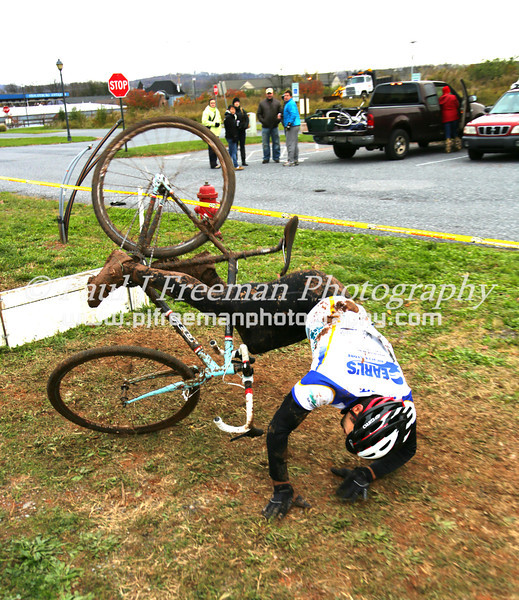 best crash of the day right there!  and yes, he was OK - besides a bruised ego...  :)   gotta give him props for going for it!!!