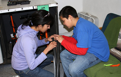 Anji who speaks Spanish is helping this young Spanish speaker who is learning about flat tire.