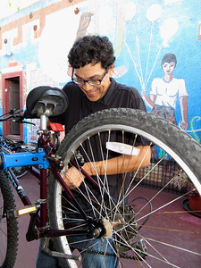 Hector is always happy to work on bikes: THANK YOU!