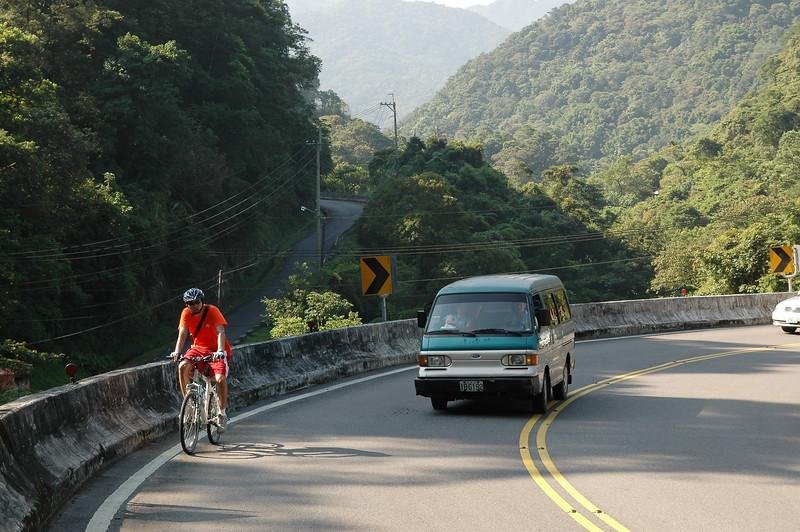 大灰熊的處女航,回到我家說了一句:我終於知道騎腳踏車原來是會累的.......