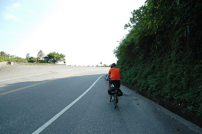 蘇花公路前半段的難度在於三個坡度超陡的山頭;後半段則是腳踏車與砂石車的隧道追逐(顯然是後者追前者)
