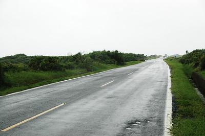 為了早點到達墾丁,而且這段路毫無避雨之處,還是繼續騎吧