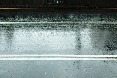 因為已經很接近今日目的地(這兩天根本沒騎多少路),想說躲一下雨好了,沒想到一躲就是快兩小時,早知道也找家有吃的店躲