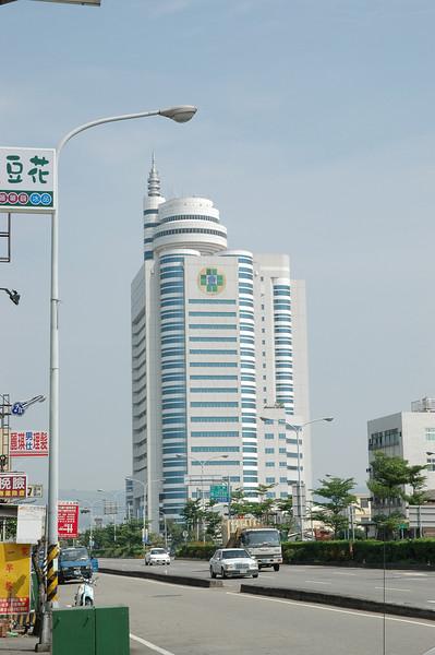 頂著逆風一路來到台中縣,這是沙鹿著名的童綜合醫院