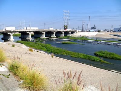 Beginning of the Los Angeles River Bikeway (bridge for Atlantic Blvd)