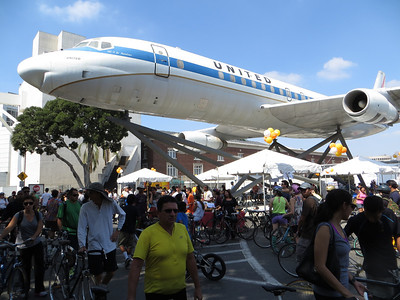 A lot of activities under the Douglas DC-8 @ Expo Park Hub