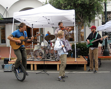 Live music by Oso