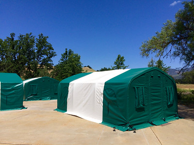Canvas tent with 4 beds